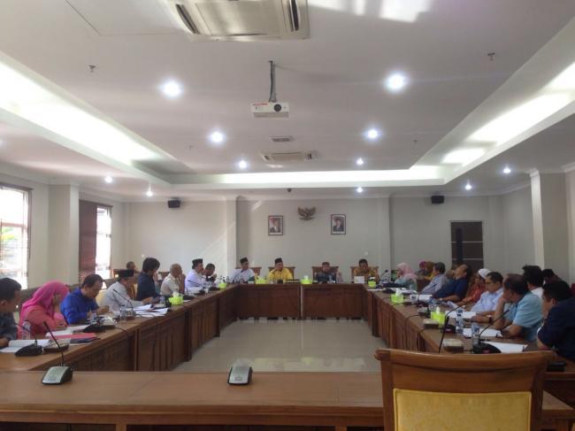 DPRD Kota Batam bersama Tim Pemerintah Kota Batam membahas Ranperda Izin usaha jasa kontruksi, Minta