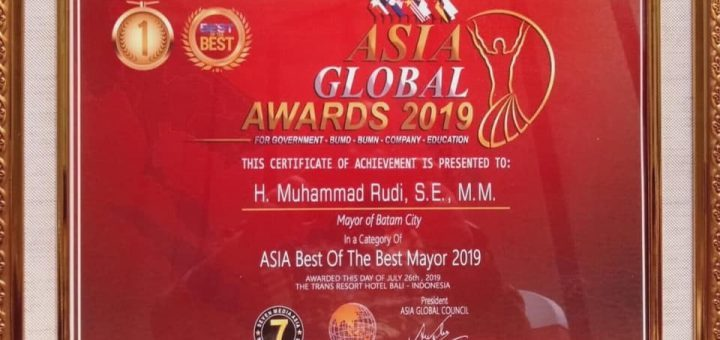 "Walikota Batam menerima penghargaan ""Asia Best Mayor of the year 2019"""